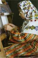 ペルシャ絨毯を織る織子